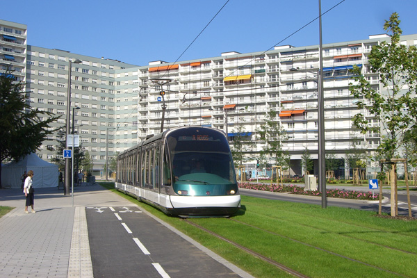 Two way cycle track along tramways - courtesy of StraBenbahn