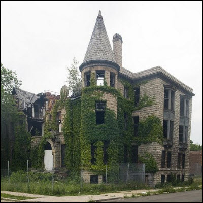Abandoned residence. Image from http://www.telovation.com/articles/detroits-abandoned-homes.html