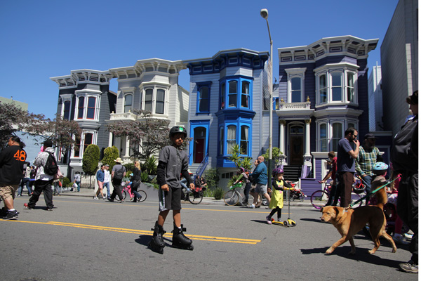 Photographic Victorian homes on Valencia St.