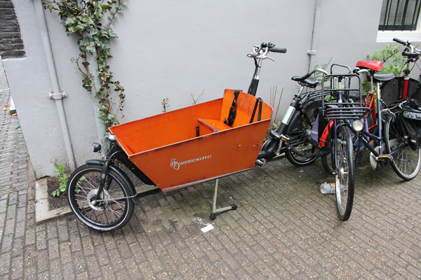 Electric-assisted Bakfiets was too heavy and has uncomfortable seating area for an adult.
