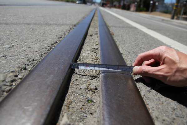 A 2.5 inches (63.5 mm) wide gap between metal rails of Illinois St.