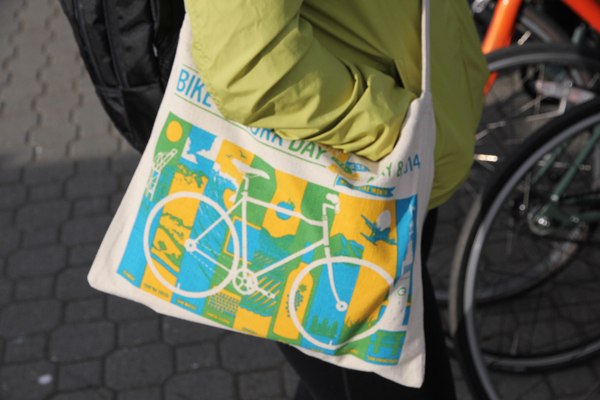 BTWD handbag for everyone that stops by an Energizer Station via bike.  It has some goodies inside.