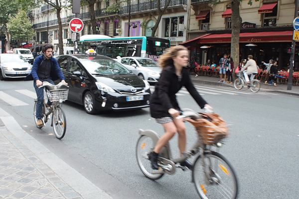 No helmet and upright on a Velib!