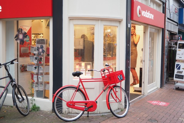 A nice contrast between the bike and its phone carrier store, Vodafone.