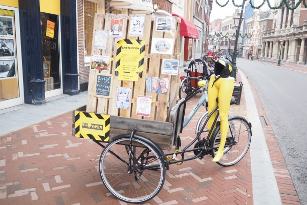 A creative pop-up store for all kinds of arts and products. Pretty creative ad bike!