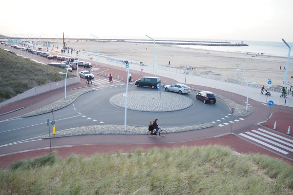 This is a 3 way round about with one direction for cars, at the beach in Scheveningen.