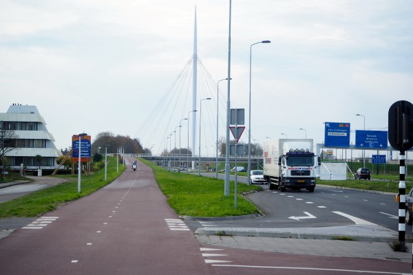 Cycle track leading up to Hovenring in Eindhoven