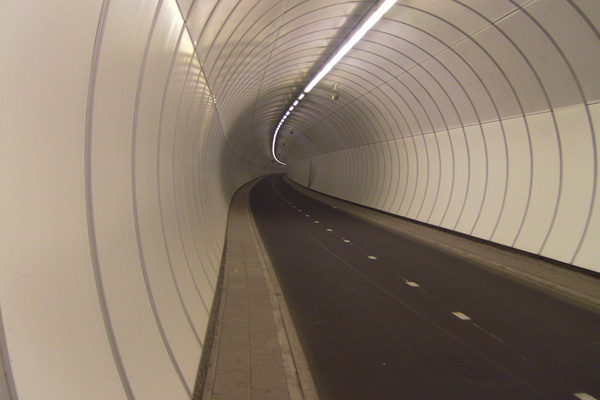 The Second Heinenoordtunnel connects Rotterdam and Heinenoord. City to city connection for bikes.